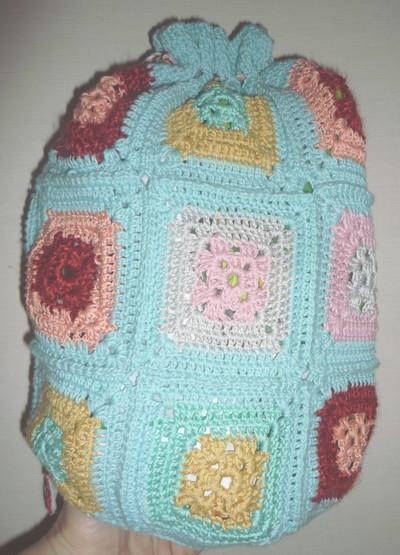 Pour les fans du crochet, voilà un sac qui peut avoir plusieurs utilités selon vos idées